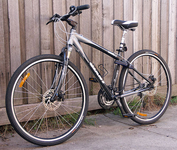 Giant hybrid bike with front fork suspension